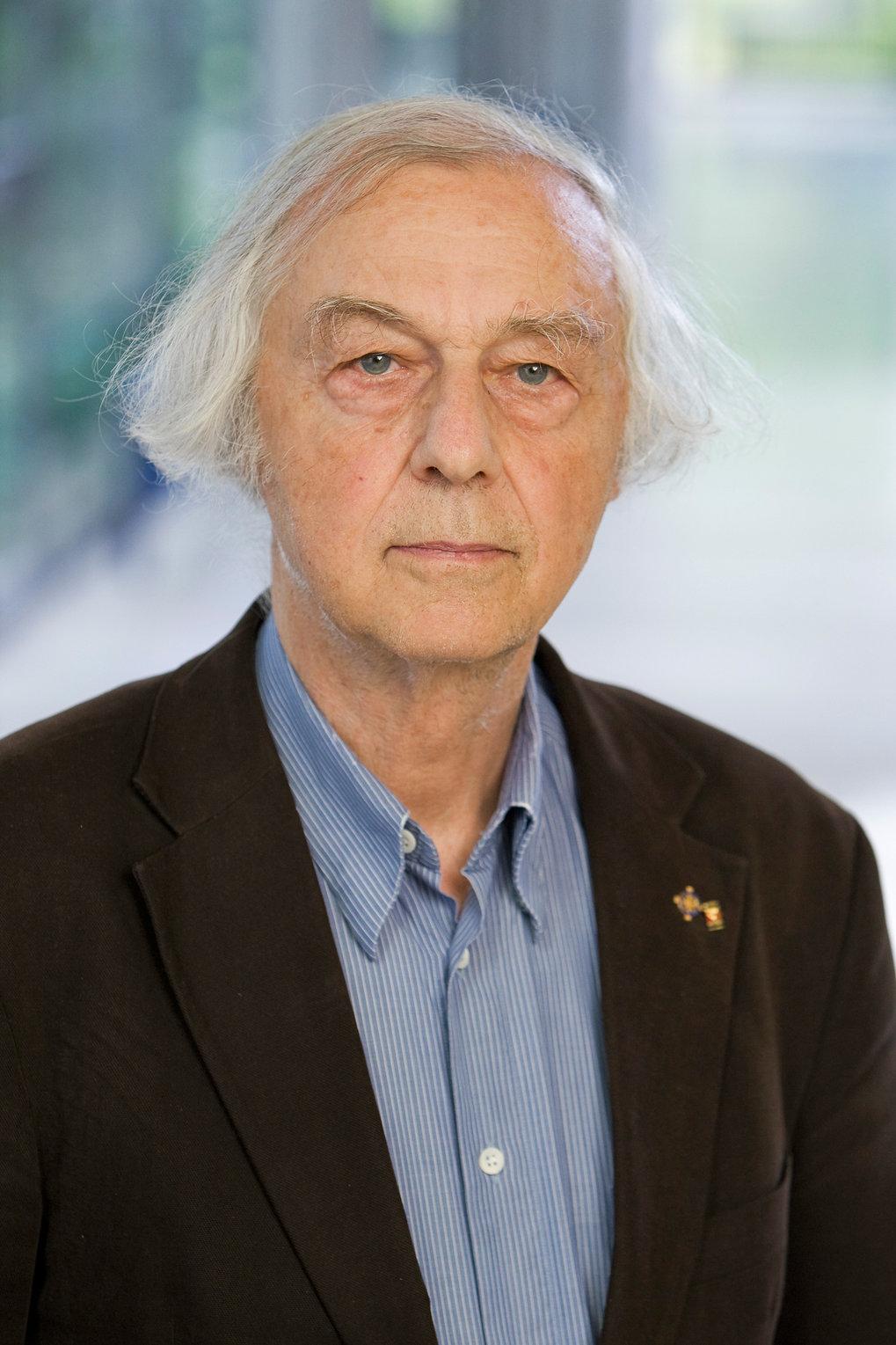portrait photo of ZMB member Robert Huber